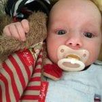 Baby mit Schnuffeltuch und Schnuller   familiert.de