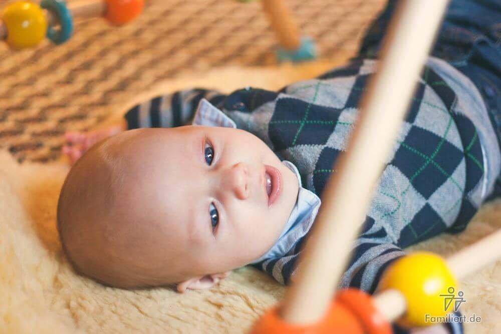 Kind beim Spielen | familiert.de