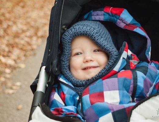 Kleinkind im Kinderwagen | familiert.de