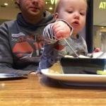 Mit Kleinkind essen gehen | familiert.de