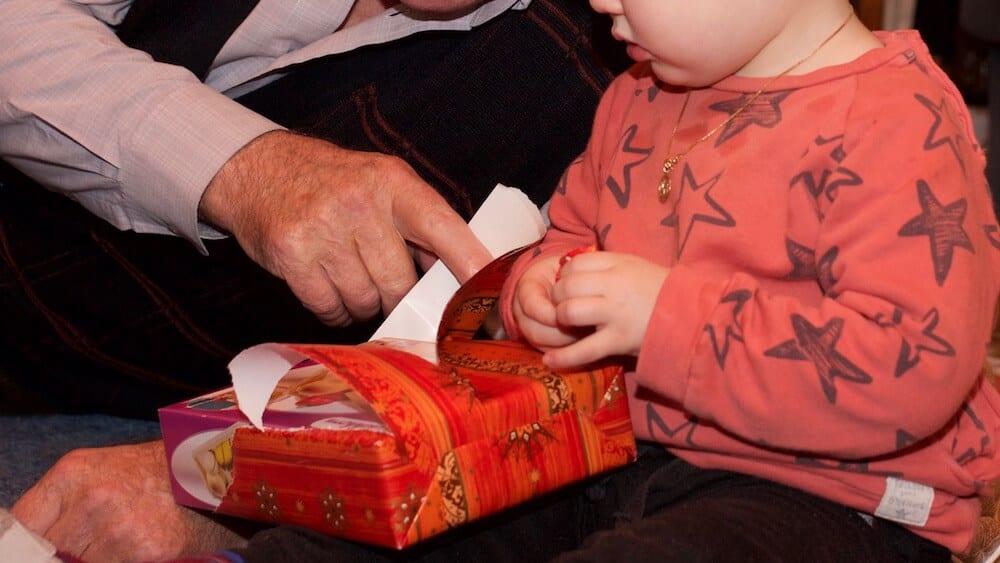 Geschenk auspacken | familiert.de