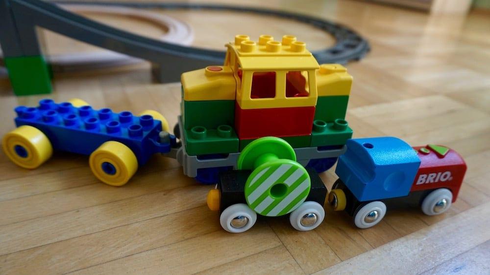 brio-vs-lego-10