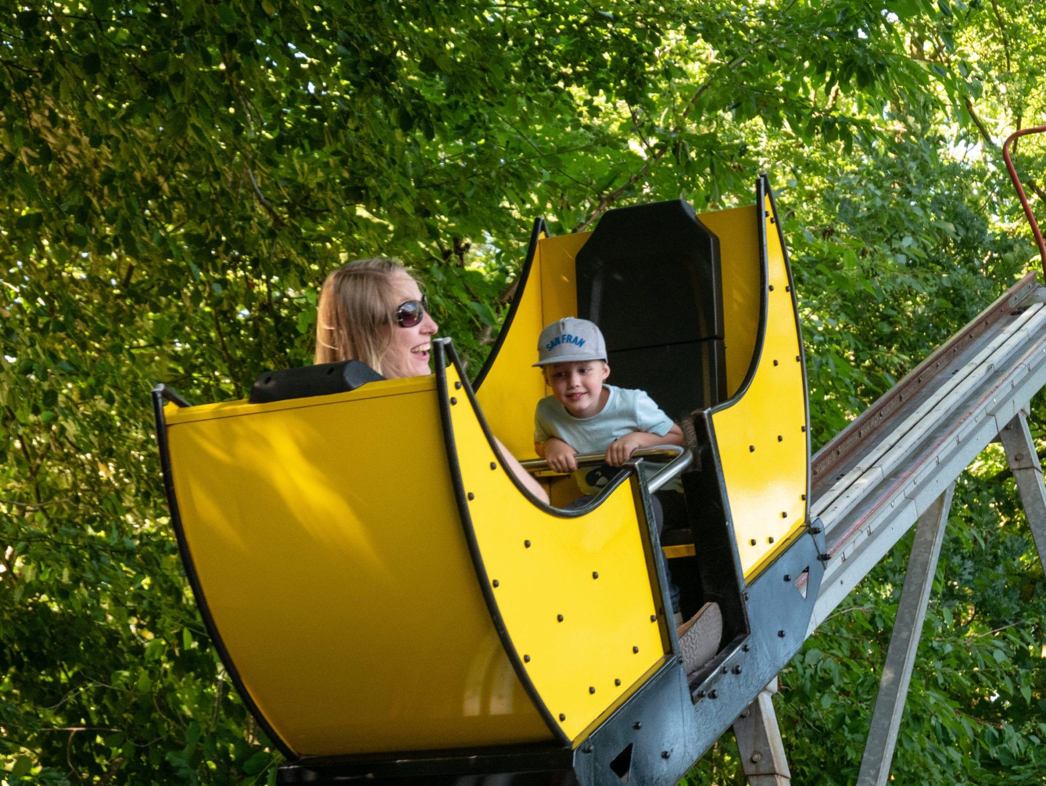 Kind im Freizeitpark | familiert.de